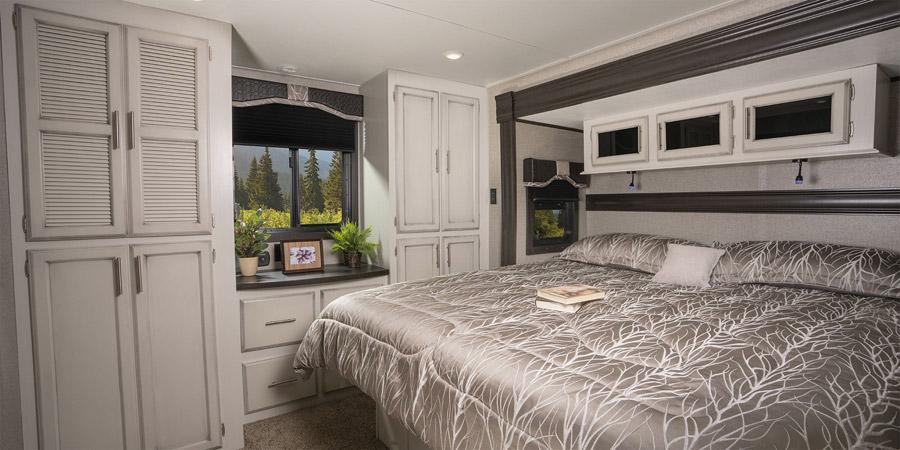jayco-jay-flight-slx-bungalow-bedroom